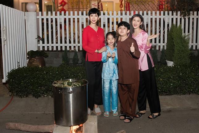 Mẹ con Trương Quỳnh Anh cùng nhà Xuân Lan, Thân Thúy Hà gói bánh chưng đón Tết ảnh 6