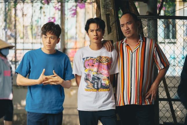 Phim hài Tết của Tiến Luật bất ngờ đạt Top 1 Trending, Thu Trang nói điều này với chồng ảnh 5