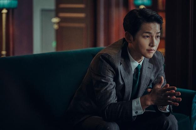 Phim Hàn tháng 2: Song Joong Ki hóa luật sư băng đảng, Park Shin Hye giải cứu thế giới ảnh 3