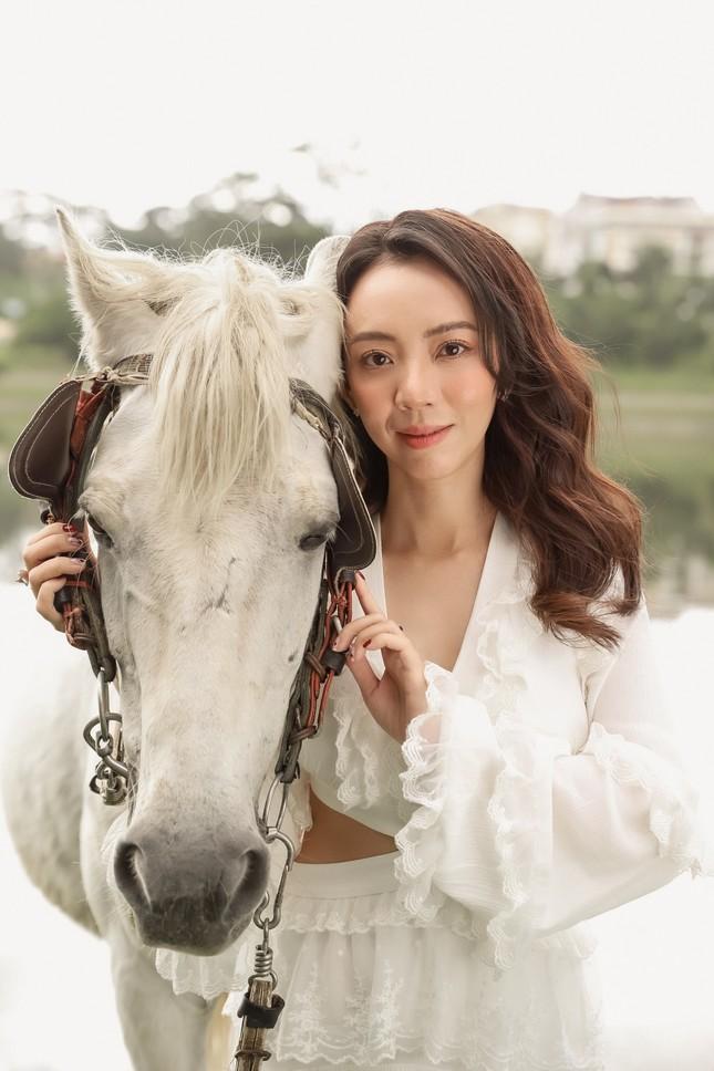 Thu Trang xinh đẹp ngày đầu năm, tiết lộ bí quyết lấy lại vóc dáng sau Tết ảnh 5