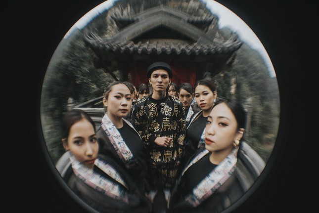 """Bình Gold, RichChoi, Chị Cả cùng """"vũ trụ rapper"""" tề tựu trong bản Rap Ca trù độc đáo ảnh 5"""