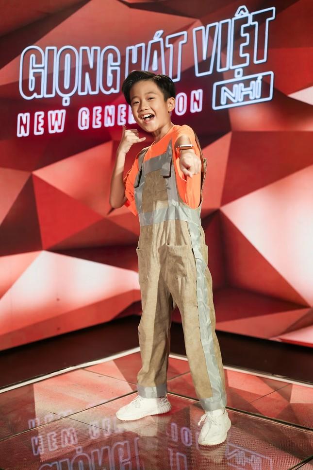"""Giọng hát Việt nhí: Big Daddy - Emily """"khoác áo mới"""" cho loạt hit quen thuộc để các học trò đối đầu ảnh 5"""