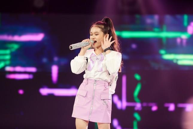 """Giọng hát Việt nhí: Big Daddy - Emily """"khoác áo mới"""" cho loạt hit quen thuộc để các học trò đối đầu ảnh 4"""