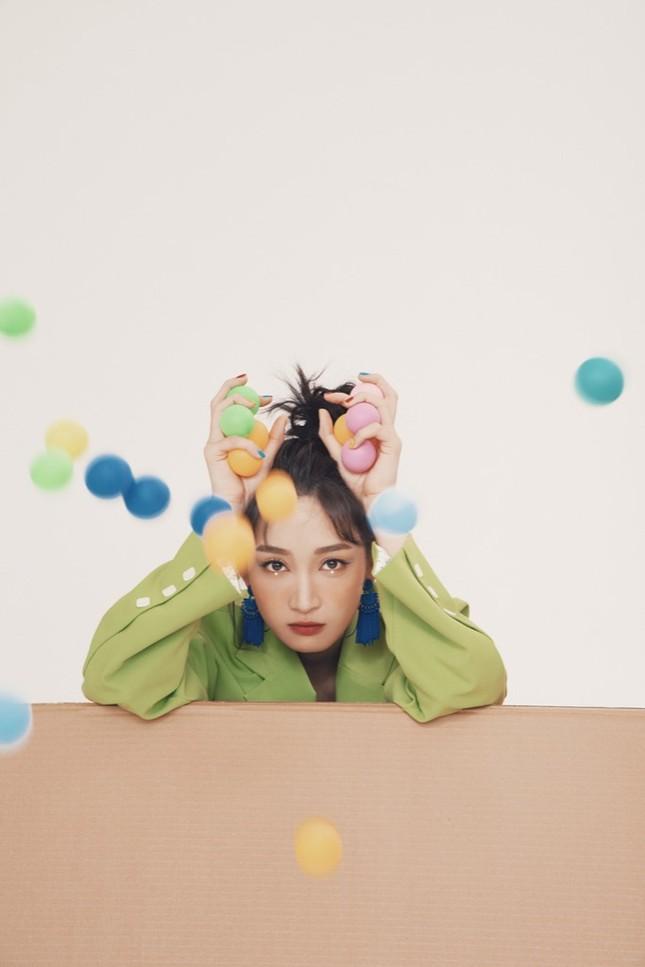"""Juky San tung bộ ảnh mới, hé lộ hậu trường siêu yêu khi quay MV """"Phải chăng em đã yêu"""" ảnh 5"""