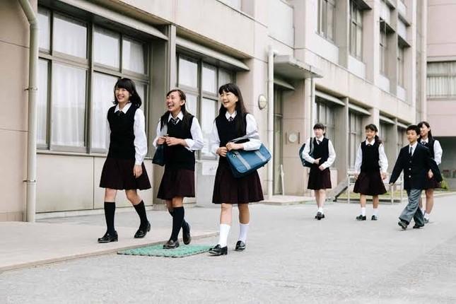 Cấm nhuộm tóc và những nội quy nghiêm ngặt đến khó tin đối với học sinh trung học Nhật Bản ảnh 2