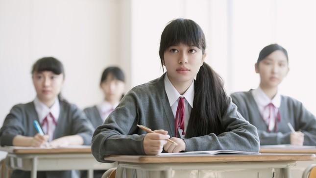 Cấm nhuộm tóc và những nội quy nghiêm ngặt đến khó tin đối với học sinh trung học Nhật Bản ảnh 1