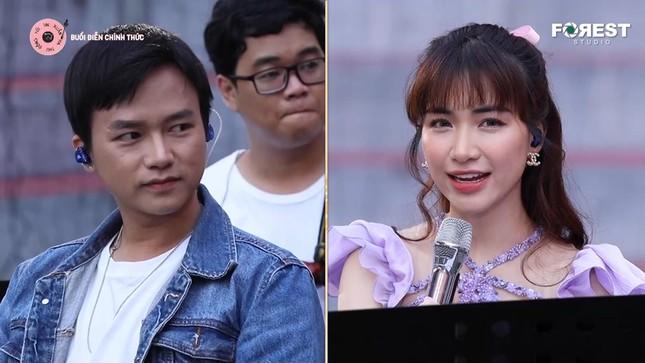 """Hòa Minzy, Anh Tú hài hước diễn lại cảnh """"hất tung điện thoại"""" của """"Hậu Duệ Mặt Trời"""" ảnh 2"""