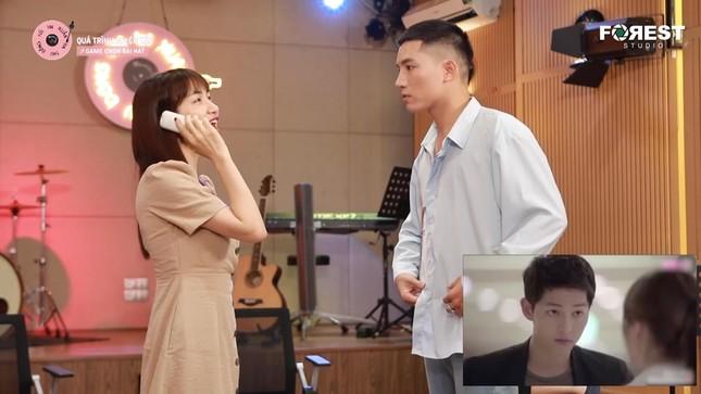 """Hòa Minzy, Anh Tú hài hước diễn lại cảnh """"hất tung điện thoại"""" của """"Hậu Duệ Mặt Trời"""" ảnh 5"""