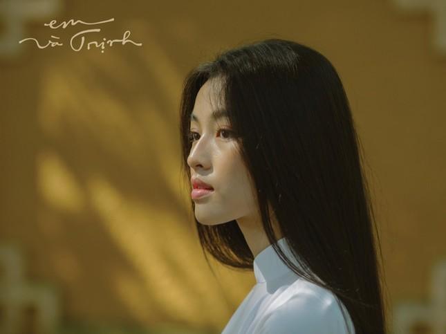 """Nàng Diễm trong phim điện ảnh """"Em và Trịnh"""" đang được nhiều người quan tâm là ai? ảnh 2"""