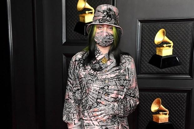"""Hậu Grammys, Billie Eilish """"chơi lớn"""" nhuộm tóc bạch kim để hoàn thành lời hứa với fan ảnh 3"""