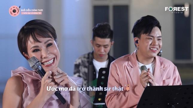 """Uyên Linh """"đốn tim"""" fan với sáng tác ưng ý nhất trong sự nghiệp của Hứa Kim Tuyền ảnh 4"""