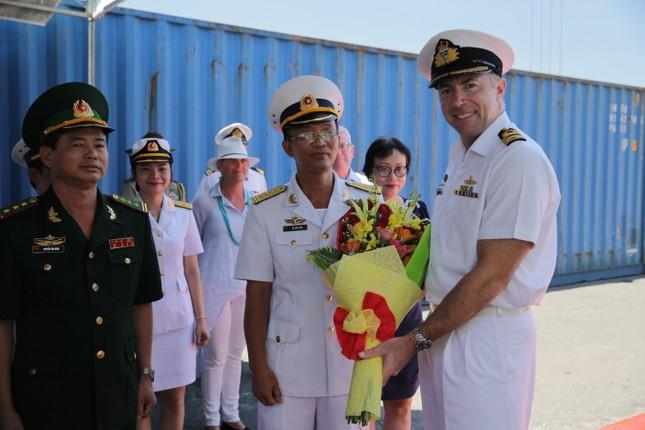 Cận cảnh tàu chiến Hoàng gia Australia cập cảng Đà Nẵng ảnh 3