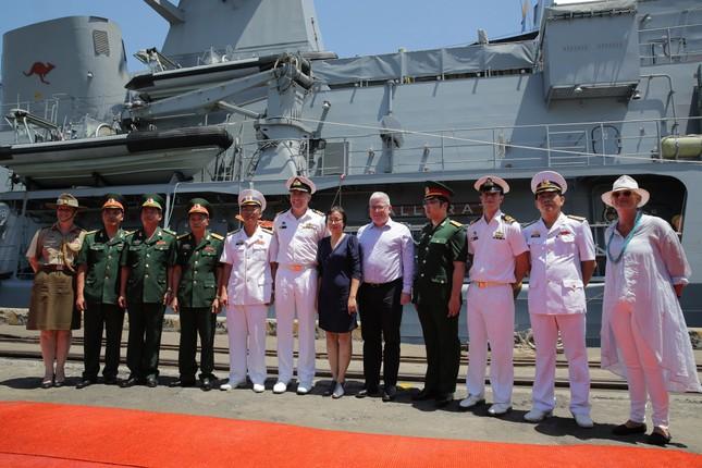 Cận cảnh tàu chiến Hoàng gia Australia cập cảng Đà Nẵng ảnh 4