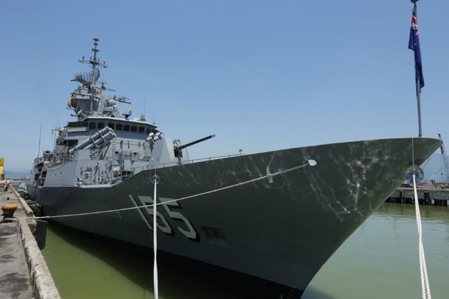 Cận cảnh tàu chiến Hoàng gia Australia cập cảng Đà Nẵng ảnh 5