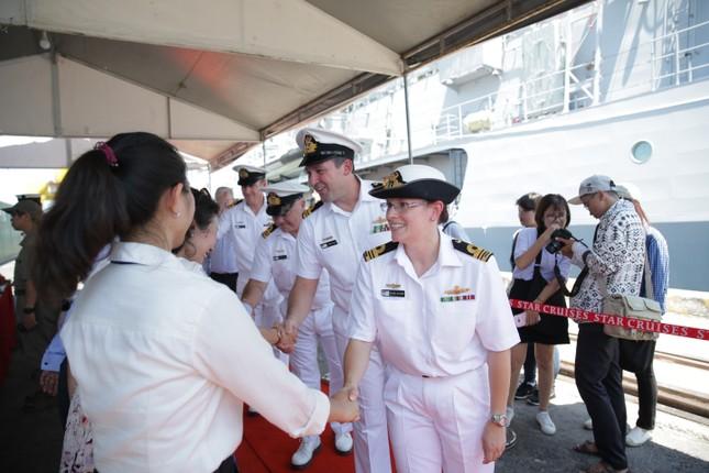 Cận cảnh tàu chiến Hoàng gia Australia cập cảng Đà Nẵng ảnh 6