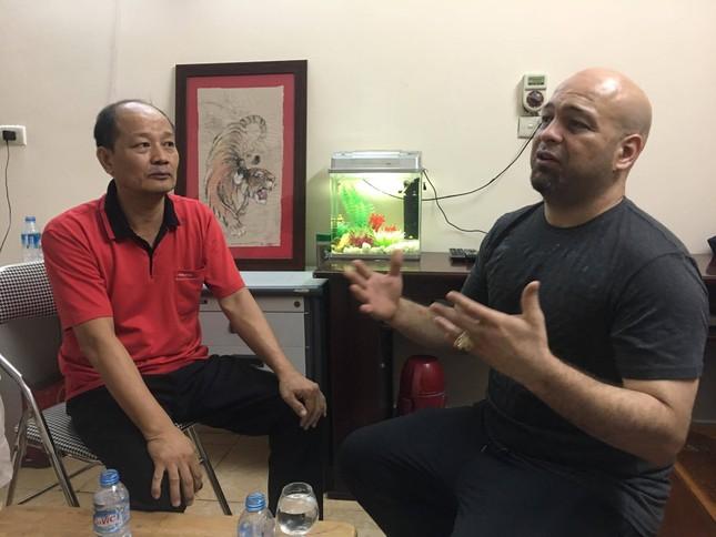 Hé lộ người giúp Flores vẽ tranh 'Mãnh hổ' tặng võ sư Việt ảnh 1