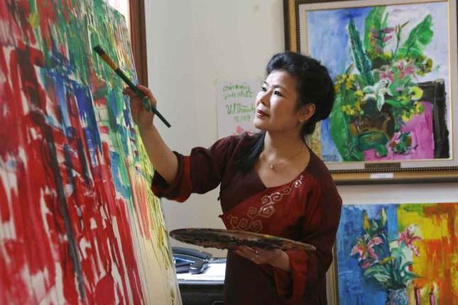 Văn Dương Thành kỷ niệm 35 năm sáng tác bằng loạt tranh về phụ nữ ảnh 1