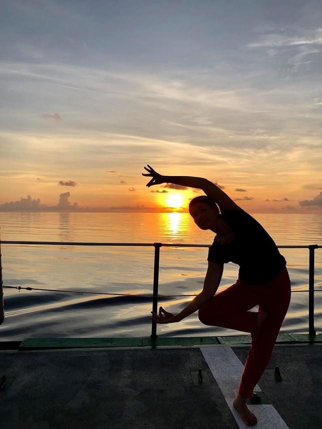 Độc đáo những buổi tập yoga giữa biển trời Trường Sa ảnh 5