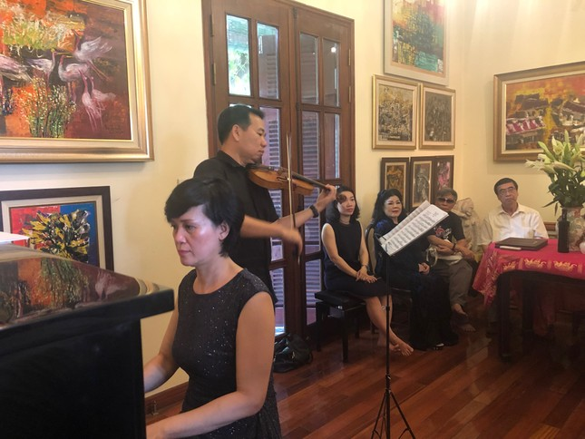Bộ tranh sơn dầu của danh hoạ Bùi Xuân Phái lần đầu ra mắt khán giả Việt Nam ảnh 4