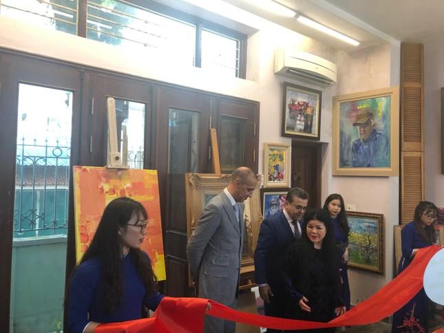 Bộ tranh sơn dầu của danh hoạ Bùi Xuân Phái lần đầu ra mắt khán giả Việt Nam ảnh 1