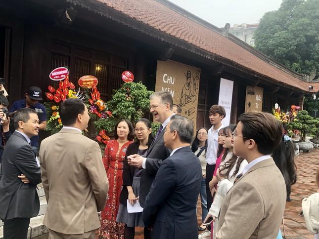 Đại sứ Mỹ thăm Văn Miếu nhân ngày Nhà giáo Việt Nam ảnh 2