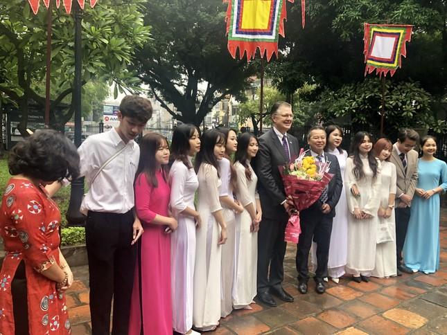 Đại sứ Mỹ thăm Văn Miếu nhân ngày Nhà giáo Việt Nam ảnh 1
