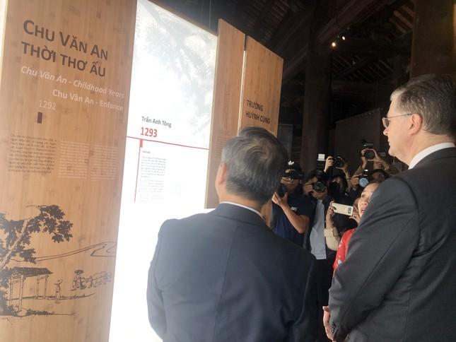 Đại sứ Mỹ thăm Văn Miếu nhân ngày Nhà giáo Việt Nam ảnh 3