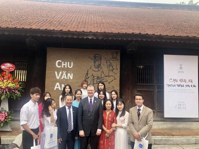 Đại sứ Mỹ thăm Văn Miếu nhân ngày Nhà giáo Việt Nam ảnh 4