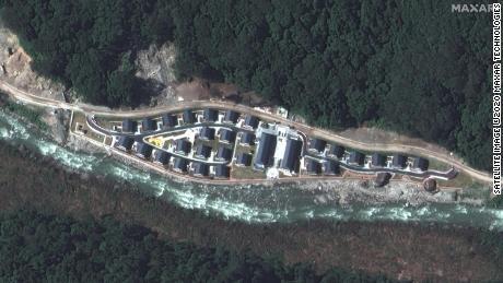 Ảnh vệ tinh hé lộ một ngôi làng được Trung Quốc xây dựng trên dãy Himalaya ảnh 1