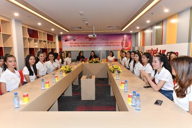 Thí sinh Hoa hậu Hoàn vũ khám phá học viện hàng không Vietjet ảnh 14