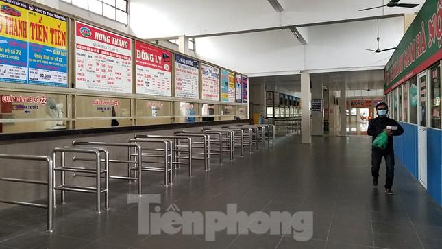 Bến xe Hà Nội vắng tanh ngày đầu áp lệnh hạn chế xe khách chống dịch COVID-19 ảnh 3