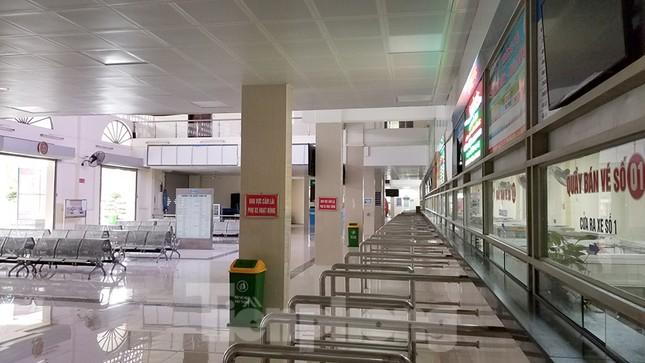 Bến xe Hà Nội vắng tanh ngày đầu áp lệnh hạn chế xe khách chống dịch COVID-19 ảnh 2