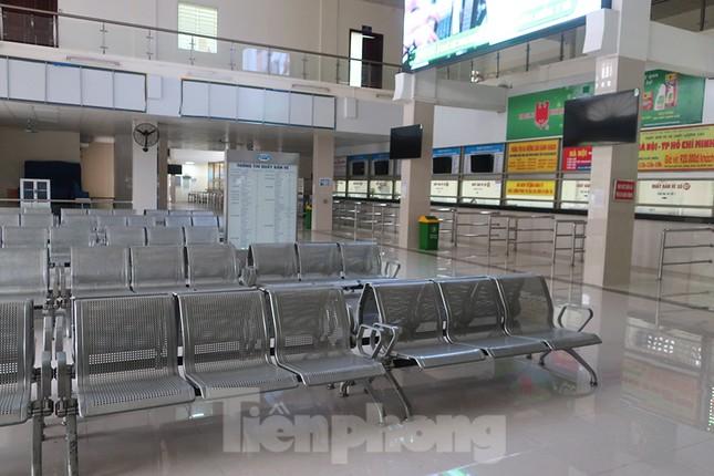 Bến xe Hà Nội vắng tanh ngày đầu áp lệnh hạn chế xe khách chống dịch COVID-19 ảnh 1