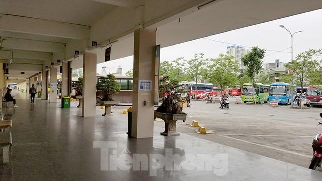 Bến xe Hà Nội vắng tanh ngày đầu áp lệnh hạn chế xe khách chống dịch COVID-19 ảnh 4