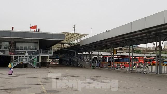 Bến xe Hà Nội vắng tanh ngày đầu áp lệnh hạn chế xe khách chống dịch COVID-19 ảnh 7