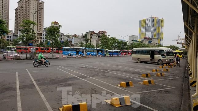 Bến xe Hà Nội vắng tanh ngày đầu áp lệnh hạn chế xe khách chống dịch COVID-19 ảnh 5