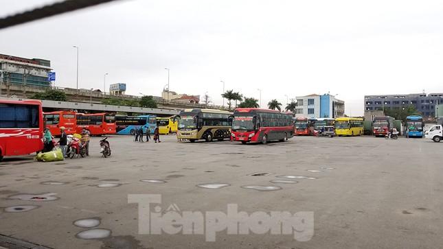 Bến xe Hà Nội vắng tanh ngày đầu áp lệnh hạn chế xe khách chống dịch COVID-19 ảnh 10