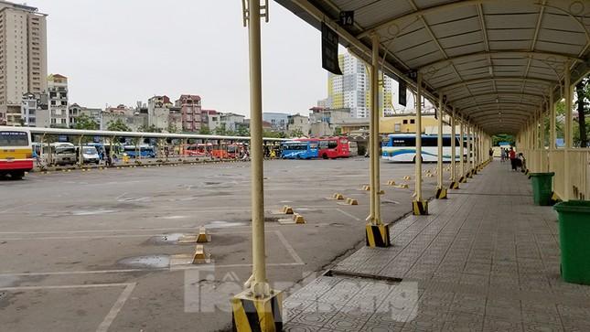 Bến xe Hà Nội vắng tanh ngày đầu áp lệnh hạn chế xe khách chống dịch COVID-19 ảnh 6