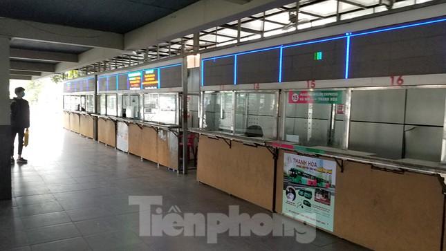 Bến xe Hà Nội vắng tanh ngày đầu áp lệnh hạn chế xe khách chống dịch COVID-19 ảnh 8
