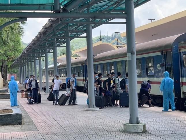 Hơn 150 chuyên gia Trung Quốc đến Quảng Ngãi bằng chuyến tàu đặc biệt ảnh 1