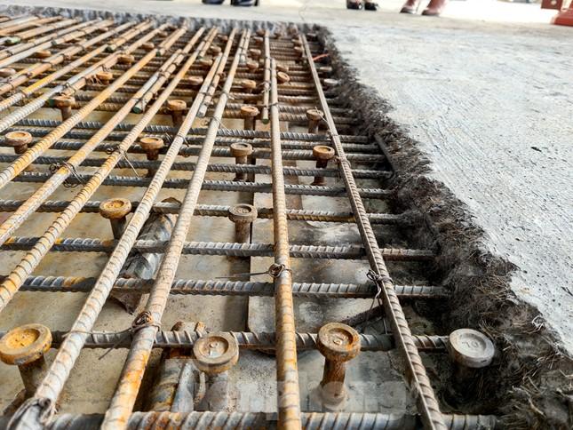Đổ mẻ bê tông cuối cùng sửa mặt cầu Thăng Long ảnh 3