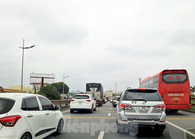 Người dân ùn ùn trở lại Thủ đô sau Tết, cao tốc Pháp Vân tăng nhiệt ảnh 2