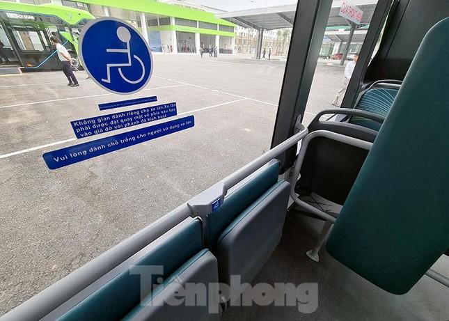 Vận hành tuyến xe buýt điện đầu tiên của Việt Nam ảnh 8