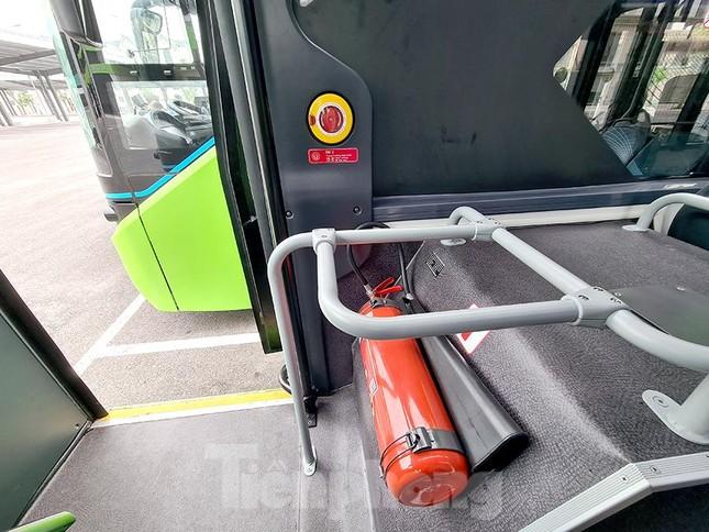 Vận hành tuyến xe buýt điện đầu tiên của Việt Nam ảnh 10