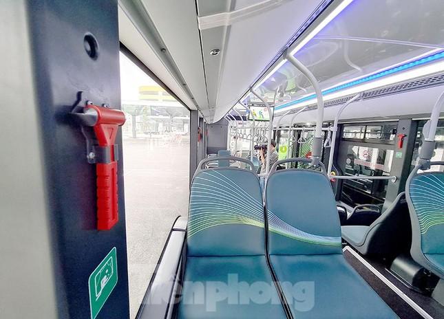 Vận hành tuyến xe buýt điện đầu tiên của Việt Nam ảnh 11