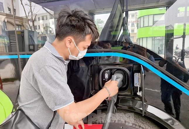 Vận hành tuyến xe buýt điện đầu tiên của Việt Nam ảnh 13