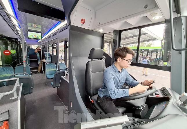 Vận hành tuyến xe buýt điện đầu tiên của Việt Nam ảnh 2