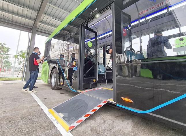 Vận hành tuyến xe buýt điện đầu tiên của Việt Nam ảnh 7