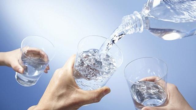 Nắng nóng uống nước kiểu này cực kỳ hại sức khỏe ảnh 2