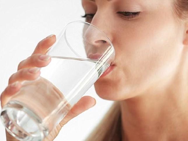Uống nước kiểu này hại sức khỏe vô cùng, dừng ngay kẻo 'hối không kịp' ảnh 2